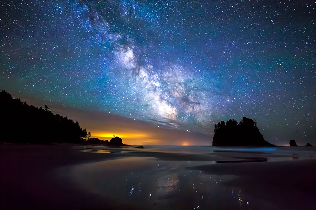 The night sky a wilderness obscured earth island journal earth photo of the night sky the milky way prominent thecheapjerseys Choice Image
