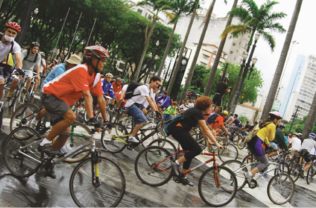 cyclists in a large group