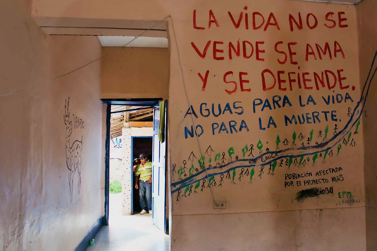 """Life is not for sale. It is to be loved and to be defended. Water for life, not for death,"" reads an anti-dam sign in the Cauca River valley where many communities are opposed to the dam. Photo by Agensia Prensa Rural"